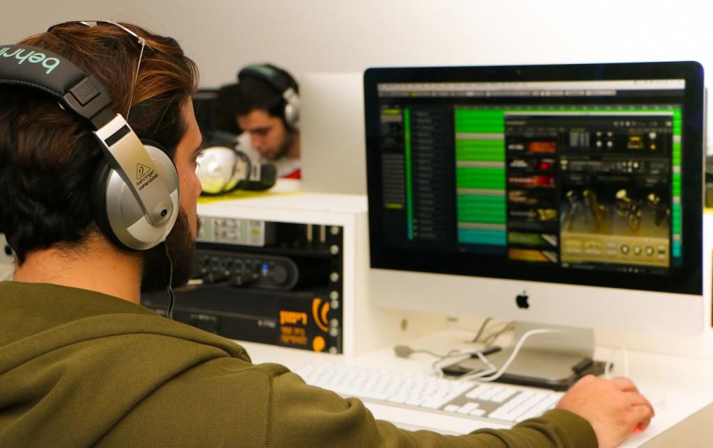 אוזניות חדר טכנולוגי מחשב מחשבים