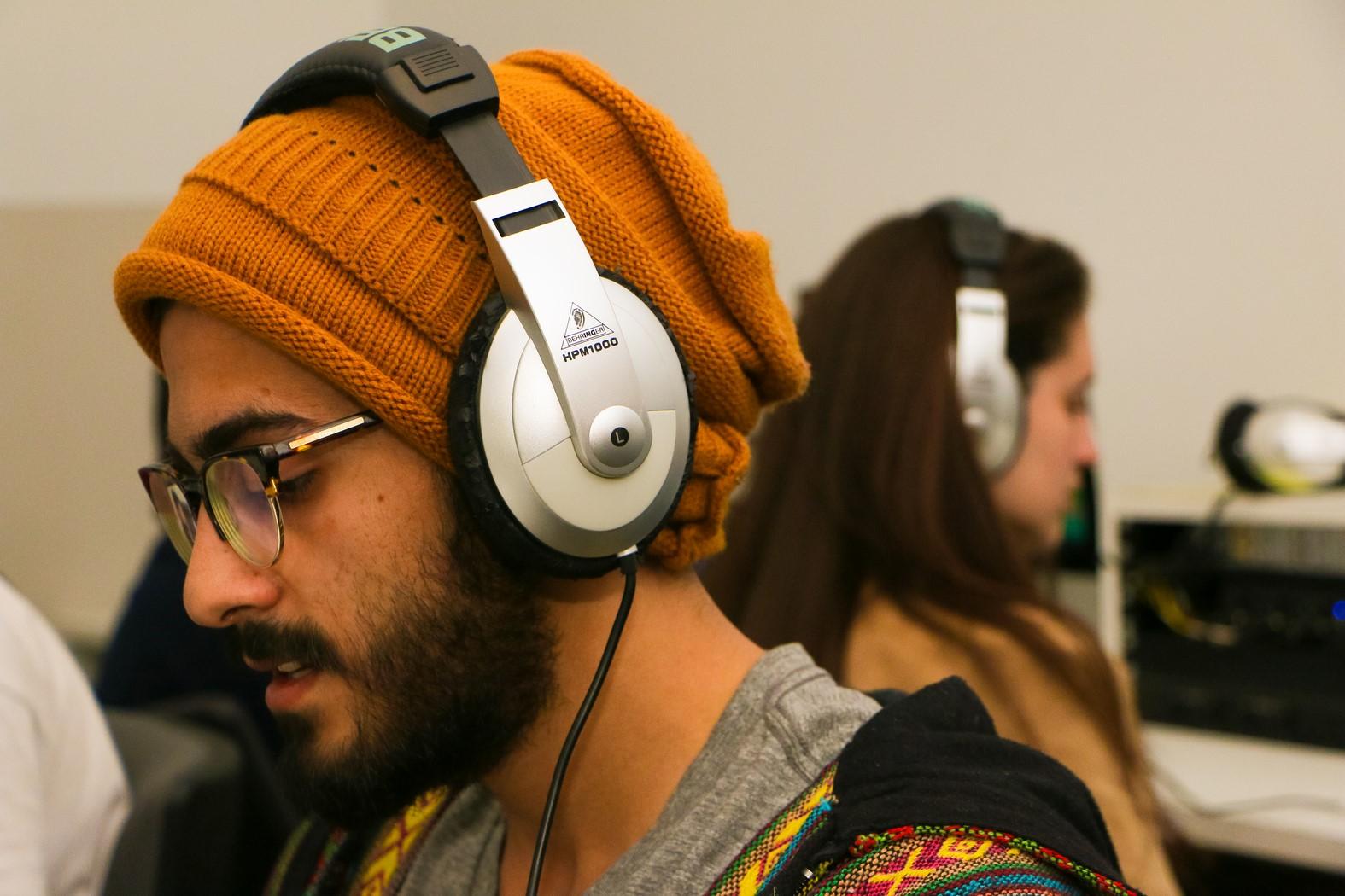 אוזניות חדר טכנולוגי