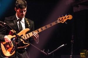 אלתור גיטרה מנגן במה אינסטיטיוט