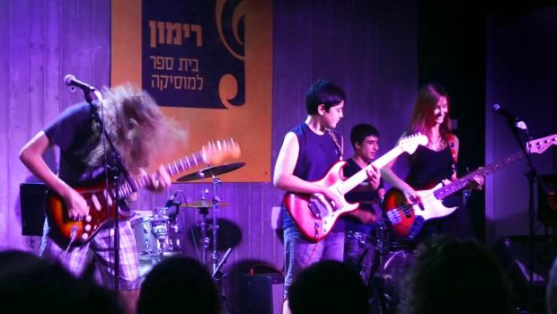 נוער קיץ במה גיטרות הופעה
