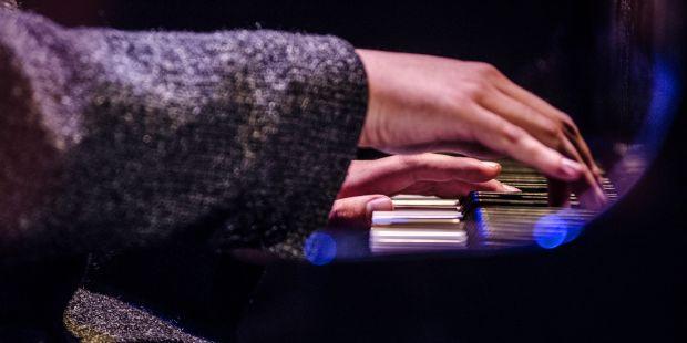 פסנתר מנגן אינסטיטיוט במה