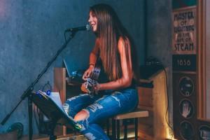 שירה לזמרים זמרת