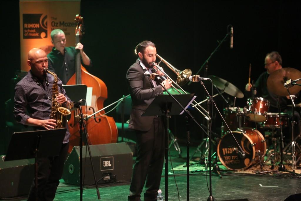 מיגל זנון עוז מוזס ג'אז 8