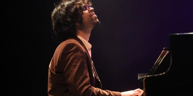 רונן שמואלי פסנתר במה הופעה
