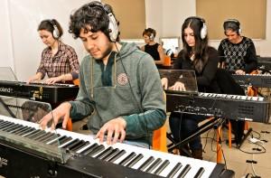אורגן אורגנית פסנתר קלידים חדר מקלדות 4