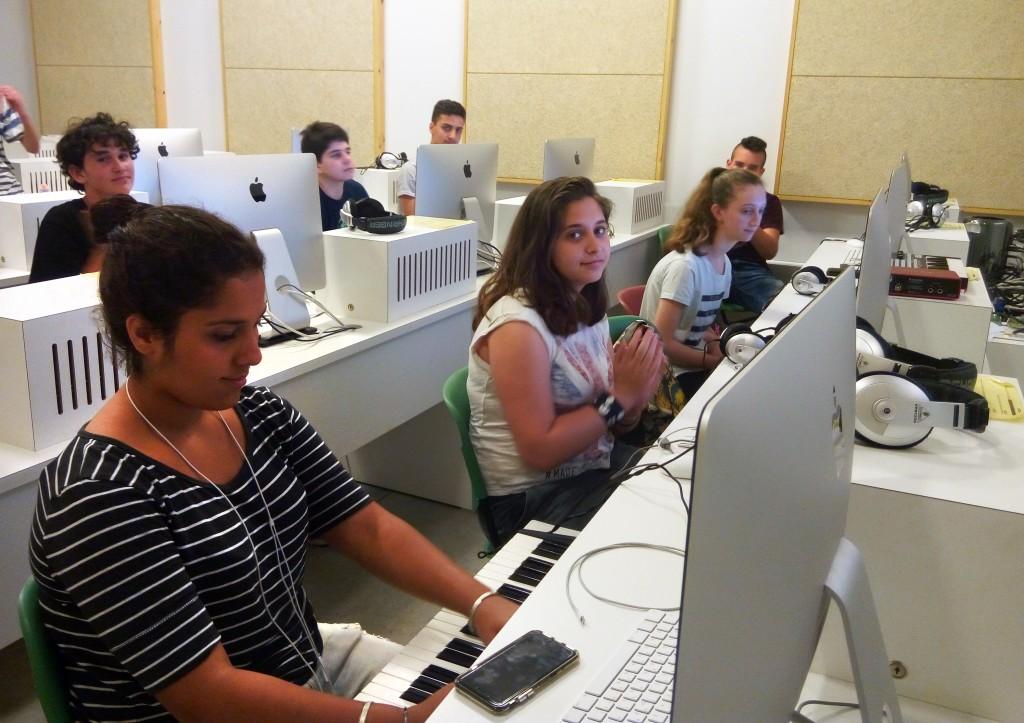 מחשבים נוער הפקה לנוער יוטיוב